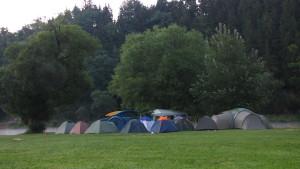 tábořiště za svítání